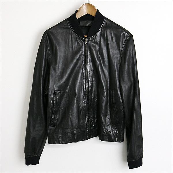 本日PRADA レザーボンバージャケット をお買い取りさせて頂きました!!