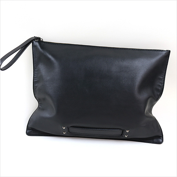 本日VALENTINO GARAVANI ピラミッドスタッズ装飾クラッチバッグをお買い取りさせて頂きました!!