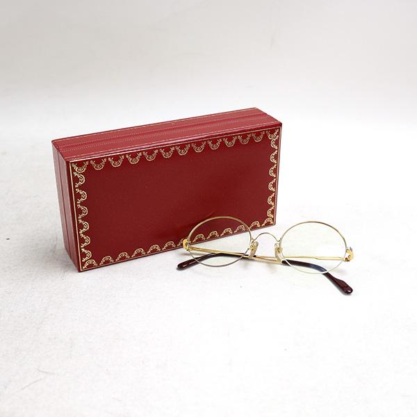 本日Cartier ヴィンテージ ハーフリムレスラウンドフレームアイウェアをお買い取りさせて頂きました。付属品完備の美品です。近日中に楽天の方に出品致しますのでお楽しみに!