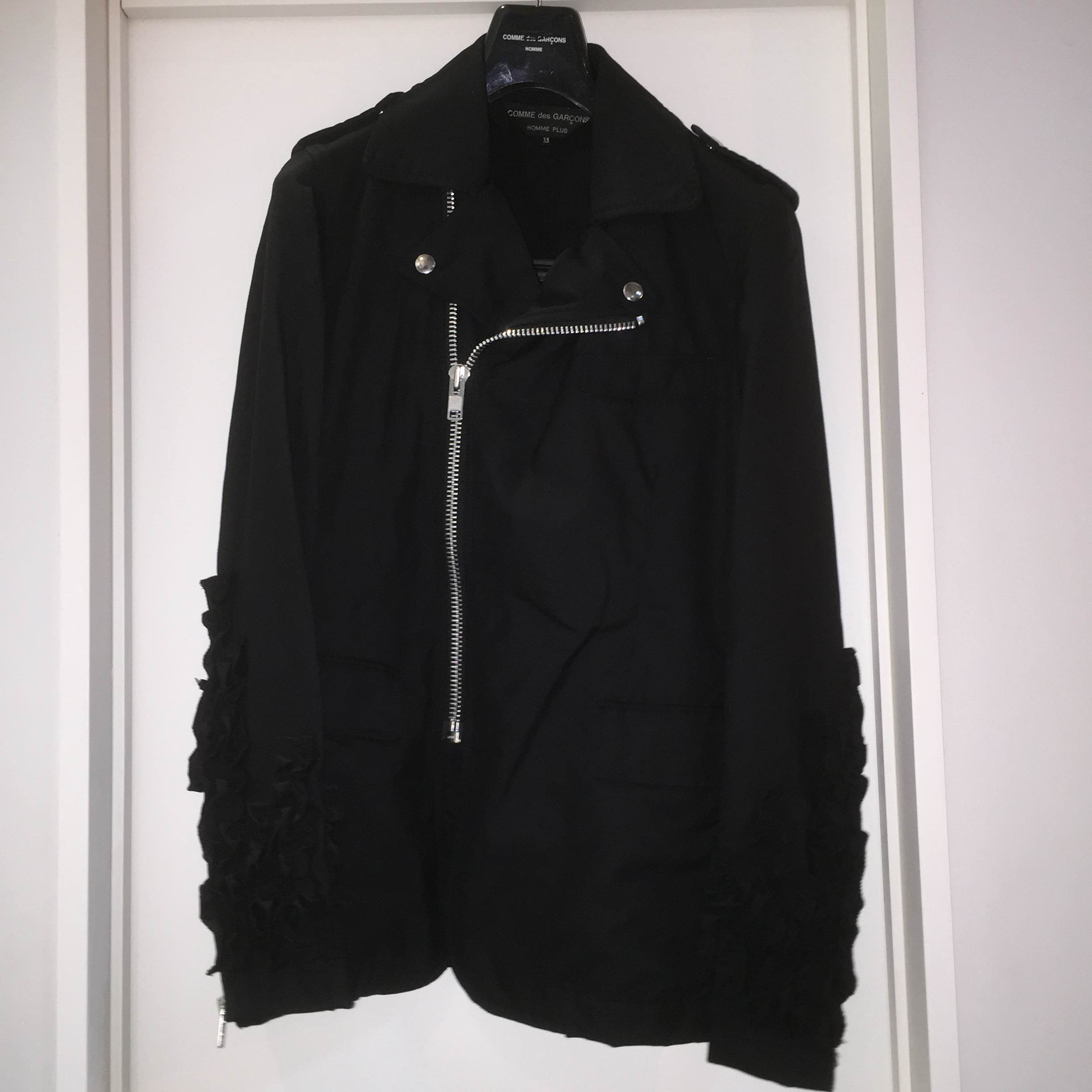 COMME des GARCONS HOMME PLUS 12SS スリーブフリル装飾洗い加工ウールライダースジャケット XS