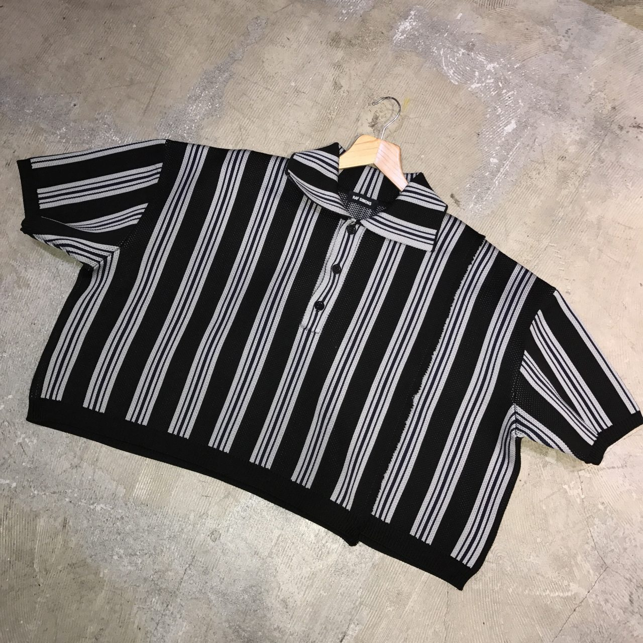 RAF SIMONS 17SS Oversized cropped polo with vert stripes