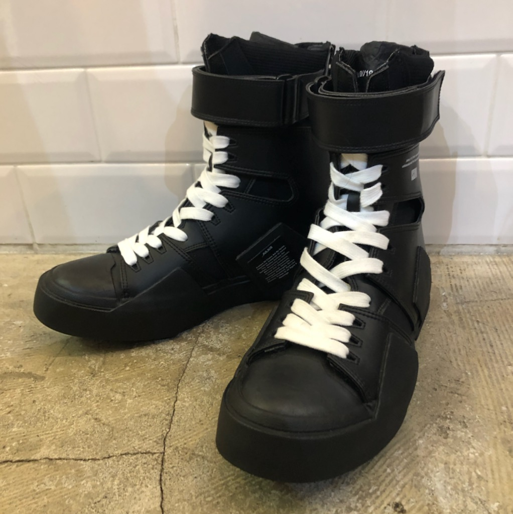 JULIUS 18AW STRAPPED EDGE SNEAKER