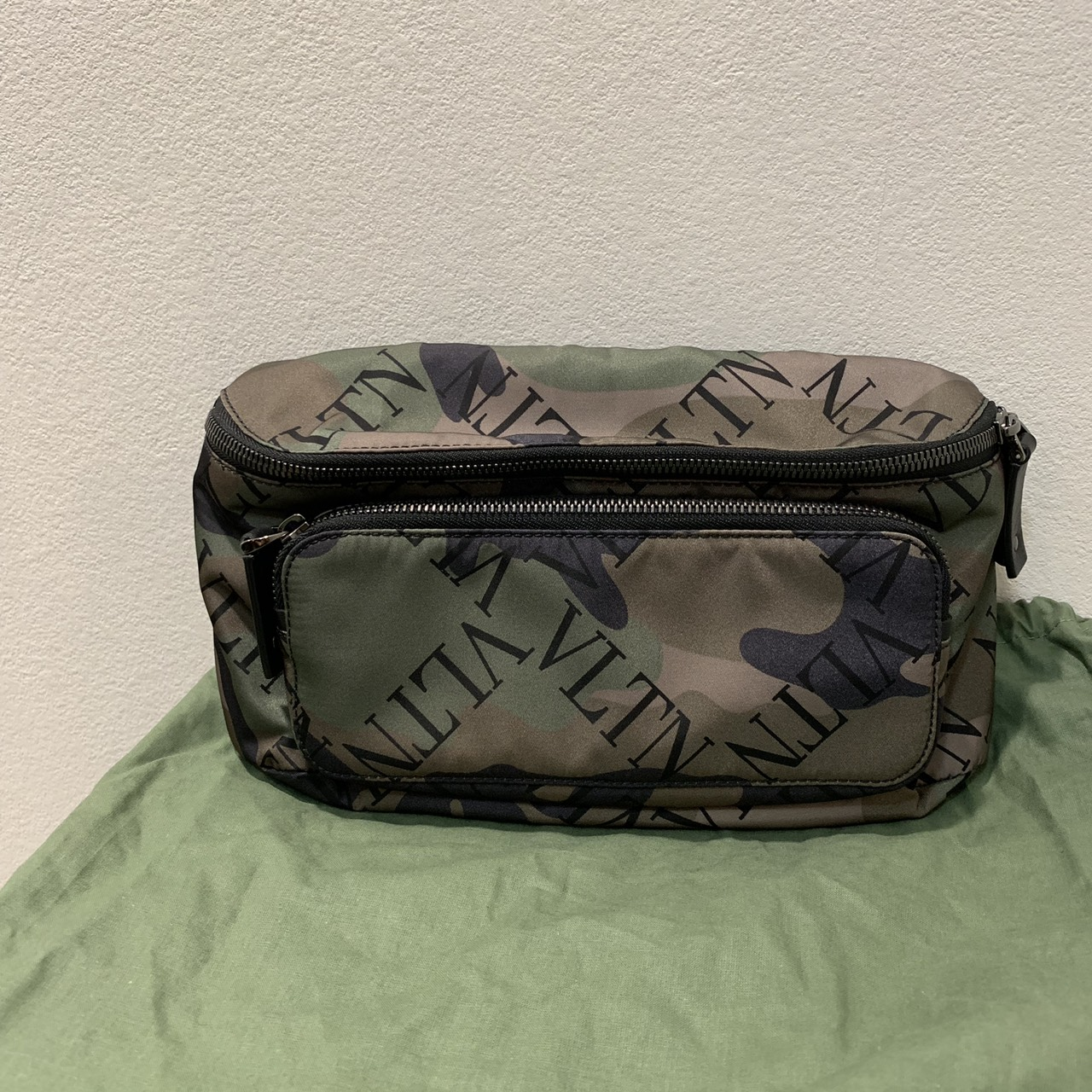 VALENTINO 19SS VLTN GRID CAMO BODY BAG